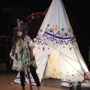 Ateliers théâtre scolaires. Les indiens sont à l'ouest: le Chaman.jpg